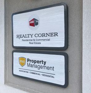 design-factor-branding-signage-wood-realtycorner